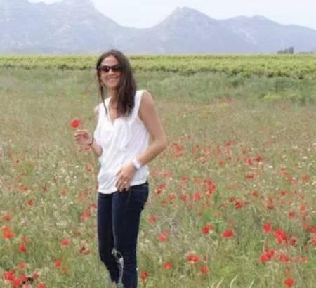 Estelle in poppys field